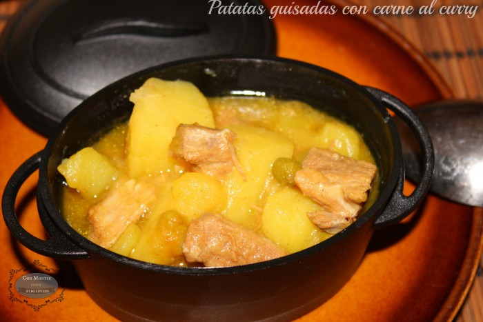 Patatas guisadas con carne al curry